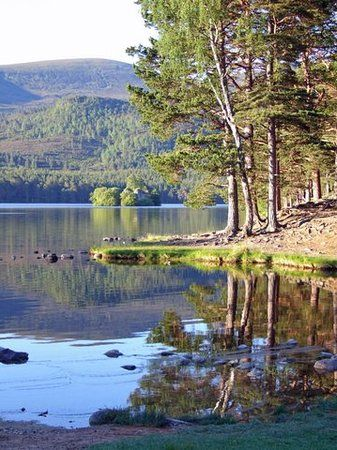 Loch an Eilein, Schotland, The GREAT Britain Travel Bucket List | via It's Travel O'Clock