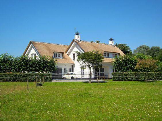 De kleur van het rieten dak mooi buitenkant huis pinterest van for Deco buitenkant terras