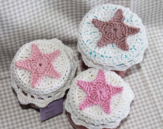 3 Marmeladenglashäubchen crochet star Stern shabby weiß rosa von Nostalgie Gretel häkelt und schenkt auf DaWanda.com