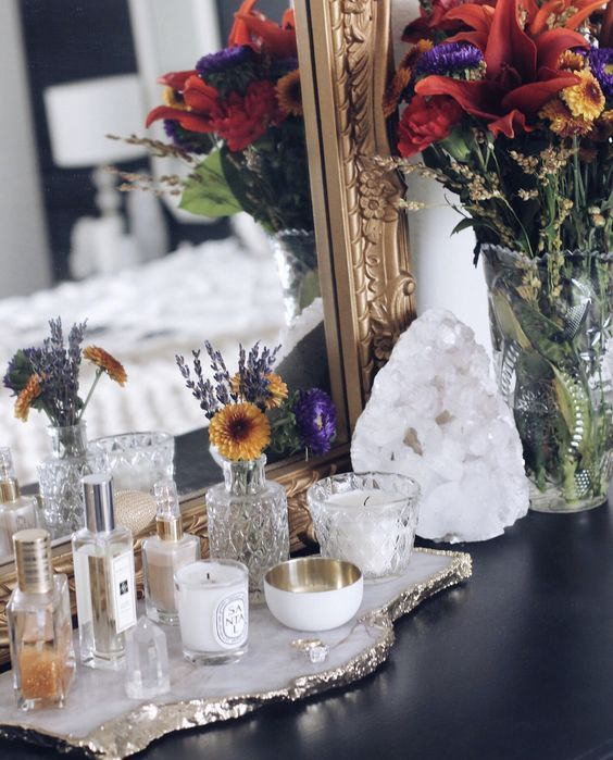 Easy Ways To Decorate With Crystals Decor Crystal Decor Crystal Bedroom