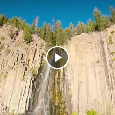 Paisagens incríveis de cachoeira e Montanha