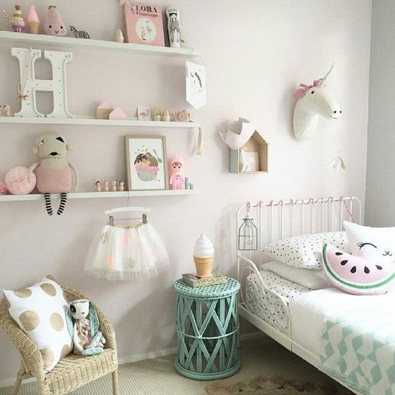 Super cute and girly room! #Love