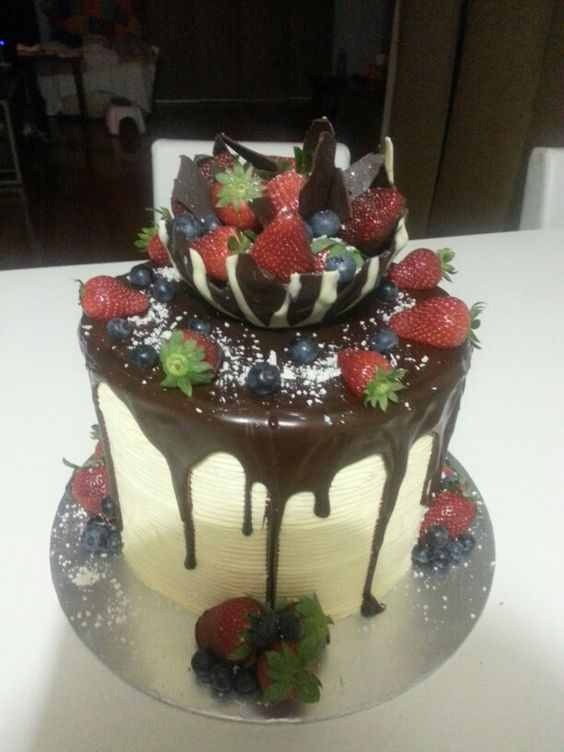 Choc Ganache Drip Cakes And Vanilla Buttercream On Pinterest