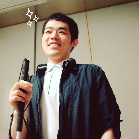 黒いお洋服の濱田祐太郎さん