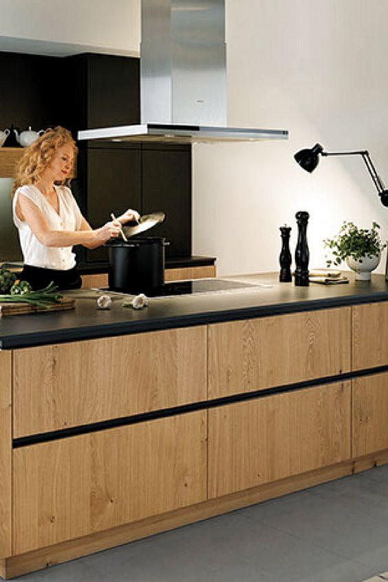 Kuche Holz Grifflos Insel Kochinsel Kucheninsel Holzfronten Furnier Eiche Arbeitsplatte Schwarz In 2020 Coffee Bars In Kitchen House Flooring Modern Kitchen