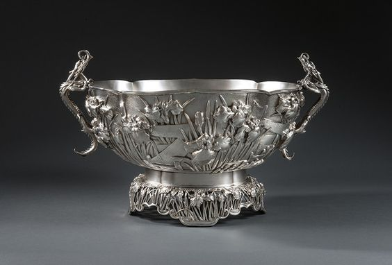 OnlineGalleries.com - A MONUMENTAL JAPANESE PUNCH BOWL ON STAND