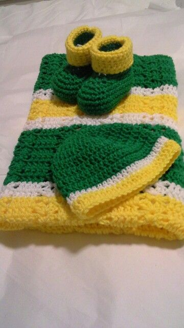 Crochet Pattern For John Deere Afghan : Crochet baby set - blanket, hat & booties. John Deere ...