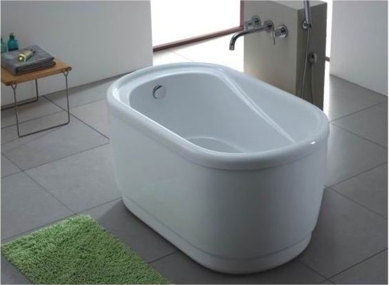 Tiny bathtub under 4 39 long tiny house furniture and for How long is a standard bathtub