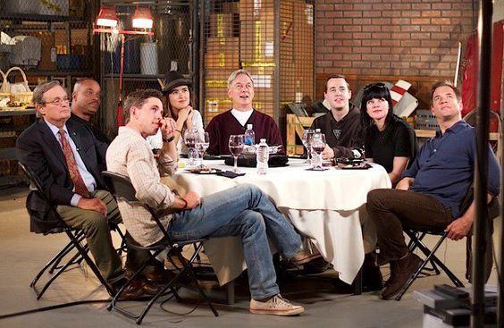 Hlavní herci na konci 9. řady během Roundtable (odpovídají na otázky fanoušků)