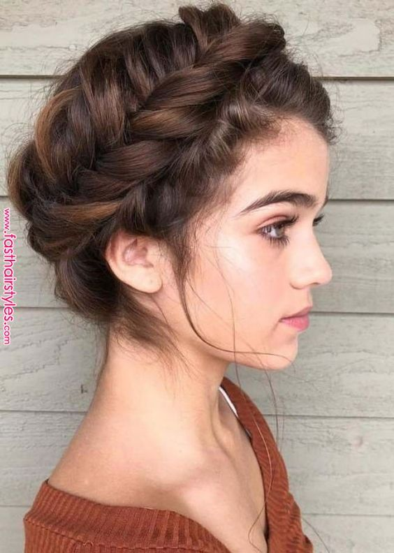 Perfect & Easy Crown Braids You Must Create Nowadays Browse here and see most perfect and stunning trends of easy braids and wedding hairstyles for all those women who wanna make them bold and sexy. Easy crown braid styles are really awesome choice to wear on special and formal..