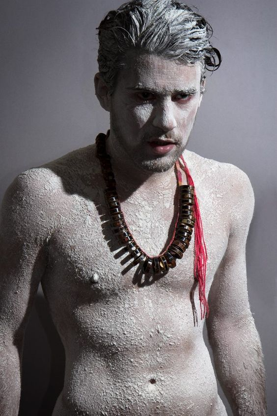 VENTE AUX ENCHERES  !!! Sébastien Carré  photo: Lee makkam ·   Inflammation, 2014 Collier, bambou, laque japonaise, fibres naturelles Necklace, bamboo, Japanese lacquer, natural fibers