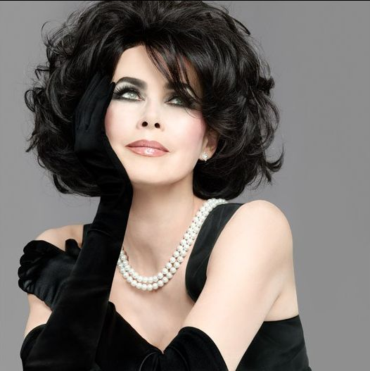 love the gloves and pearls....and the one and only Liz Taylor !