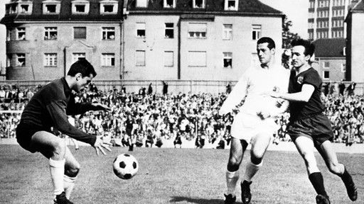 1965 nur Regionalliga - hier spielt Bayern gegen Saarbrücken