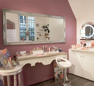 Maquillage l 39 institut de beaut teh beauty lounge for Agencement meuble salon