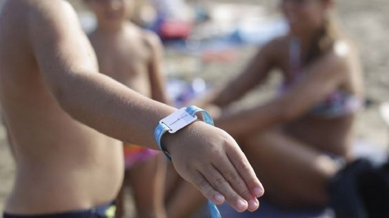 #Castellon bracelets with chip delivery for children are not lost on the beach #NFC