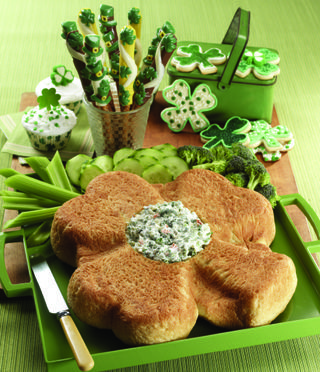 Shamrock Bread With Spinach Dip