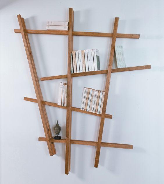 DIY Bois : étagère en bois. Avec 4 tasseaux de 44x44mm et 6 tasseaux de 27x27mm. Collez les tasseaux les uns avec les autres selon l'étagère que vous souhaitez. Ici, la structure est la suivante : 3 tasseaux de 27x27 posés verticalement. Les 4 tasseaux de 44x44mm sont collés dessus horizontalement. Puis les 27x27mm viennent créer une 2è épaisseur. La colle utilisée est une colle acrylique. Utilisez des tasseaux en Pin Maritime made in France avec http://www.gascognebois.com #diy #bois