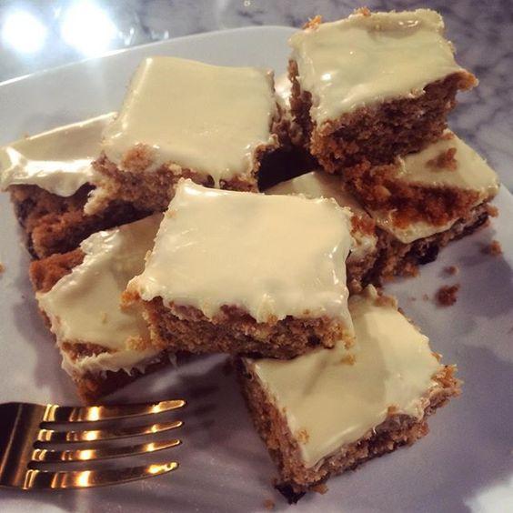Nadiya's Christmas white chocolate traybake