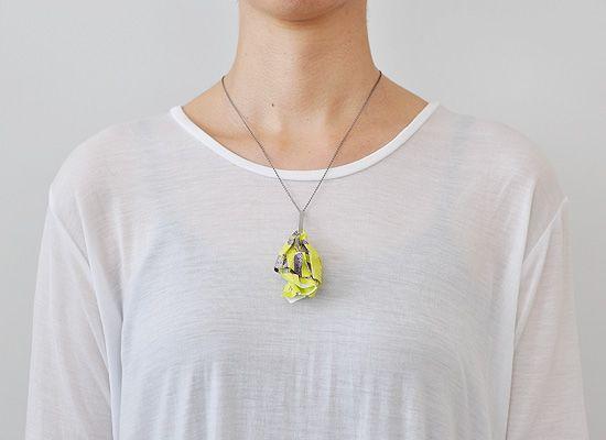 宝石を見つけて装うアクセサリー「pick a jewel」の写真