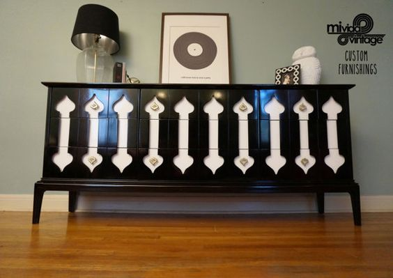 Black and White Lacquered Mid Century Ultimate Spade Dresser