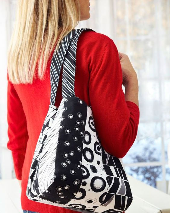 The only trouble you'll have with this fun-to-sew, reversible, tie-closure bag is deciding which way to wear it.