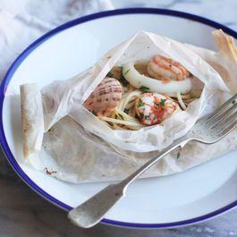 Seafood Spaghetti Baked in Paper (Spaghetti al Cartoccio) #pasta #spaghetti #seafood