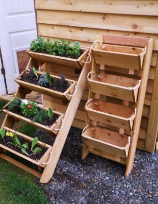 Planter boxes planters and vertical planter on pinterest for Vertical planter boxes