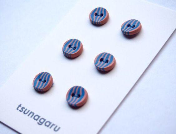 ・水色×ピンク・素材(樹脂粘土)・サイズ・・・1.0cm6個1セットの値段です。ボタンは全てハンドメイドです。そのため形・柄に多少の誤差があります...|ハンドメイド、手作り、手仕事品の通販・販売・購入ならCreema。