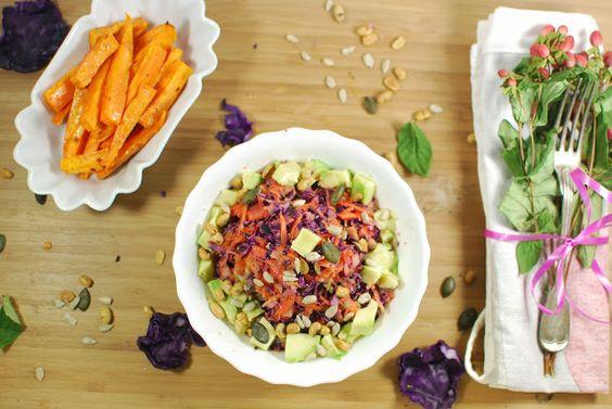 Rohkostsalat mit Süßkartoffelpommes, vegan