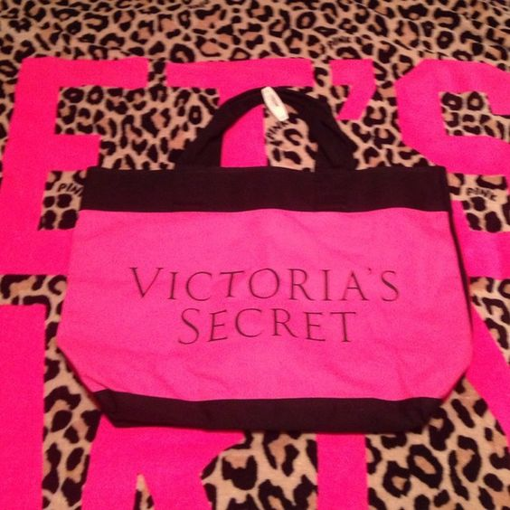 Victoria Secret bag New Victoria Secret bag ;) perfect for the beach or travel Victoria's Secret Bags