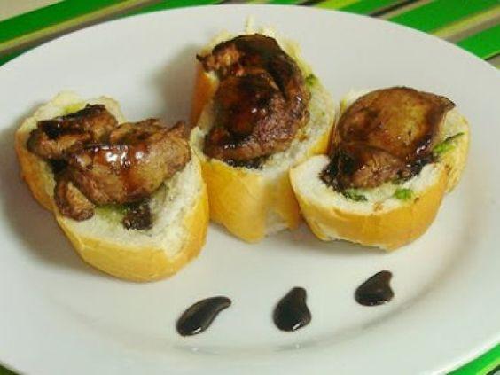 Receita Prato Principal : Falsa bruschetta com fígado de frango, pesto de sálvia e redução de balsâmico de Trivial ou Nem Tanto