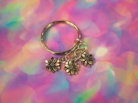 Daisy Flower Keychain / Pastel Goth Flower Key Chain Grunge Flower Purse Charm…
