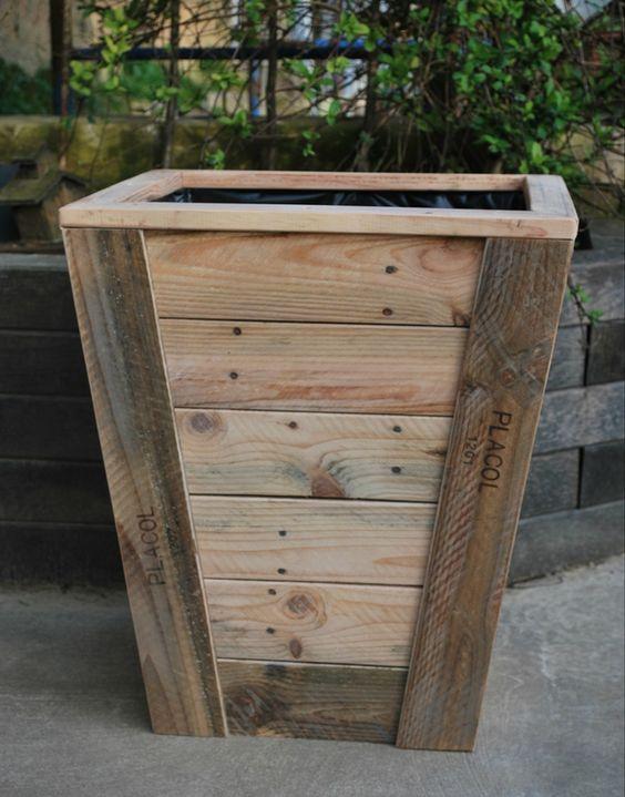 jardini re en bois de palette recycl e terrassenideen. Black Bedroom Furniture Sets. Home Design Ideas