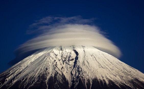 Nubes lenticulares sobre el Monte Fuji (Japón)