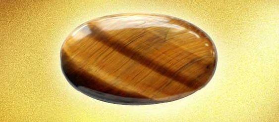 Oeil de tigre | Variété de quartz  minéral aux tons tigrés jaune et marron est formé de crocidolite (elle-même variété de riébéckite famille de l'amiante), dont les fibres ont été partiellement substituées par de la silice, par un phénomène de pseudomorphose