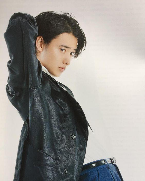 クールで男性的な雰囲気の山崎賢人のかわいい画像