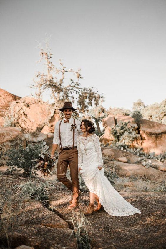 Fall Desert Elopement Inspiration - Chic Vintage Brides : Chic Vintage Brides