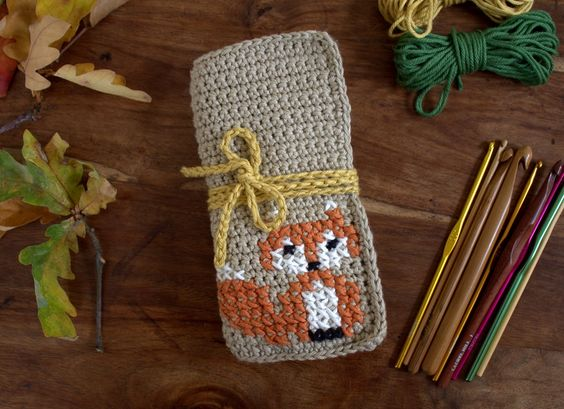 Keep your hooks tidy with a gorgeous crochet hook case from fabulous designer Anna Nikipirowicz! If you've got some time off over the festive period, why n