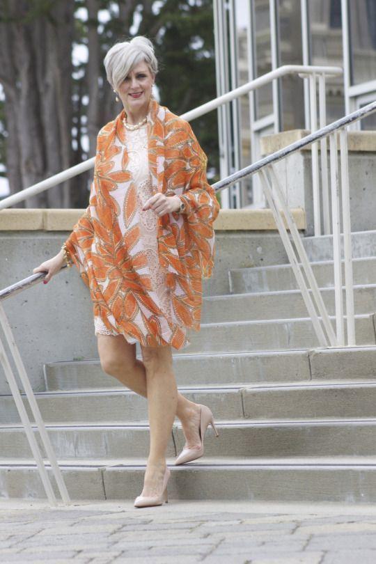 Nos vemos elegantes a una edad elegante. ¿Cómo eliges el vestido ideal después de 50 años? - Hacer Juntos