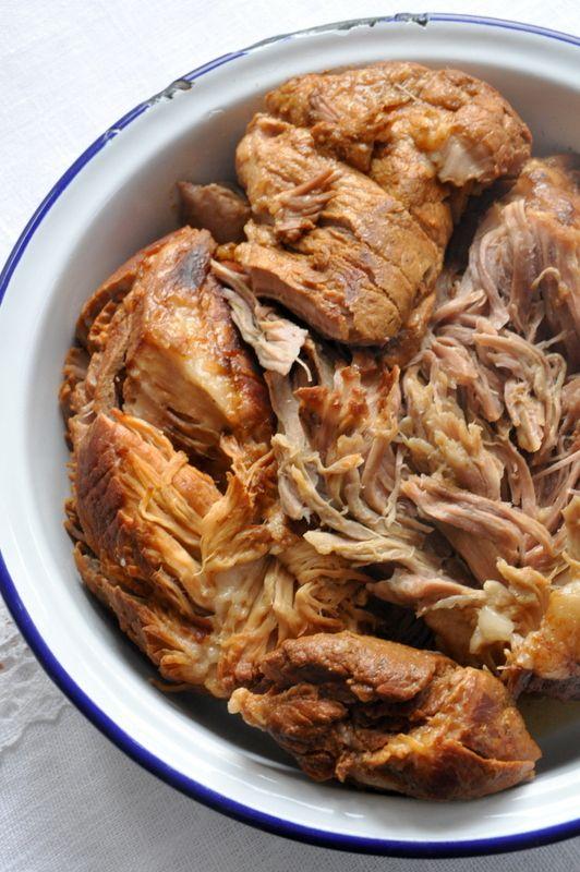 Pulled pork Epaule de porc mijotée très longtemps avec des épices. Pour faire des sandwichs, ou manger comme ça froide ou chaude