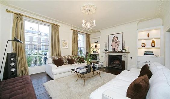 Simple real life Notting Hill house . Only 4.5 million pounds.