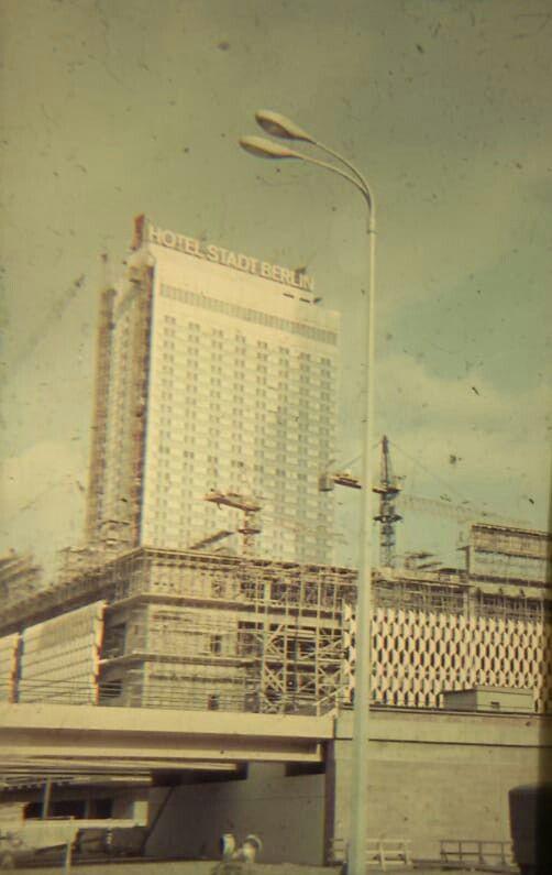 Bau Des Kaufhauses Am Alexanderplatz Gestern Und Heute Berlin Ddr
