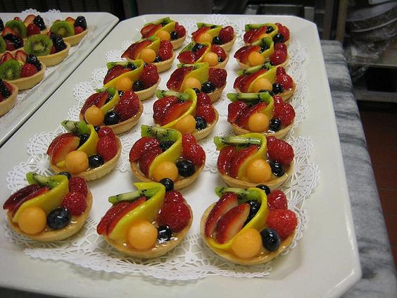 Different from the usual. Nice.: Fresh Fruit Recipe, Food Ideas, Fruit Buffet, Decors Gift, Buffet Ideas, Delicious Food