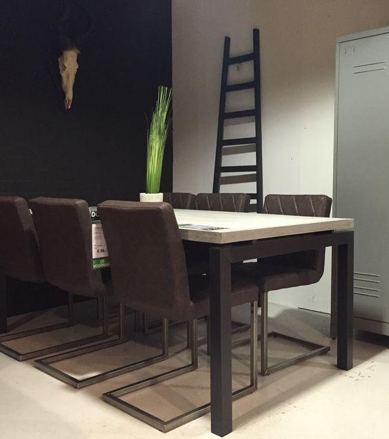 Stoer en urban aan je keukentafel. deze stoelen in een antraciete ...