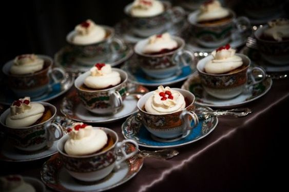 cupcakes in tea cups, gorgeous!