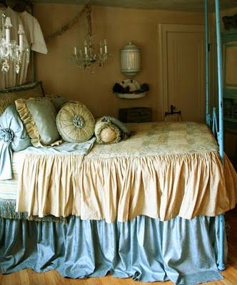 Beautiful linens by Elizabeth Maxson. Did I pin this already? ;)