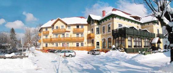 "Iarna 2016-2017: Demipensiune in 3* Hotel Goisererhof, #BadGoisern Statiunea montana Bad Goisern, in timpul moharhie habsburgice cunoscuta drept ""cel mai frumos sat al imperiului"", se afla la 504 m altitudine in interiorul regiunii montane #Salzkamergut, in perimetrul rezervatiei naturale si culturale UNESCO #Dachstein-Hallstatt. Oferta de petrecere a timpului liber, in timpul iernii: ski alpin, skifond, wellness, vizite culturale sau shopping  #OferteIarnaAustria #SkiAustria"