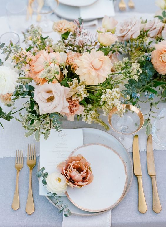 Simple Maui Wedding Table Decor