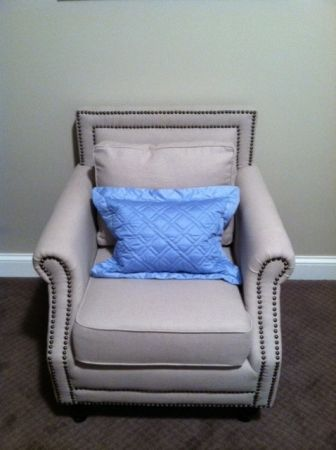 Chicago: Beautiful, stylish chair (by Safavieh) $200 - http://furnishlyst.com/listings/295640