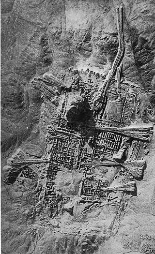 Photographie aérienne du quartier sacré d'Ur durant des fouilles britanniques, en 1927.